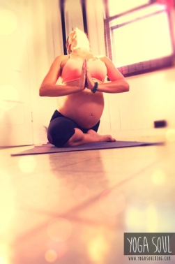 prenatal_pregnancy_yoga_picture_pose_backward_pose